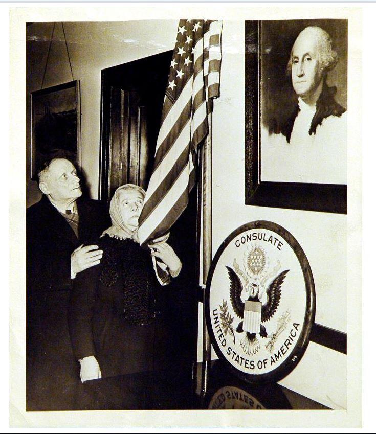RG 120 - 753 - Eisig and Golda Diamond at the United States Consulate, Niagara Falls, Ontario, 1946.JPG