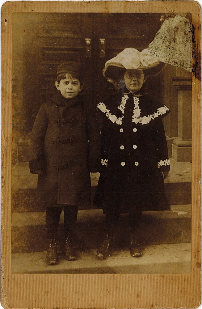 RG 120 - US834 - Portrait of two young children.jpg