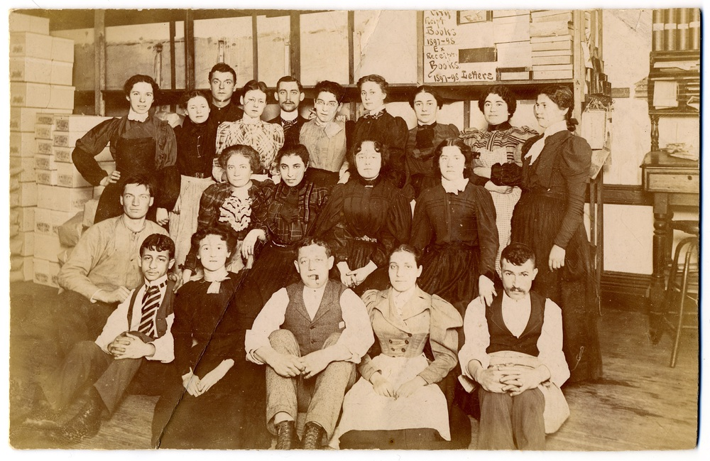 US 34 - New York, c 1900 - Workers of a shirt and blouse factory pose for a photograph.jpg